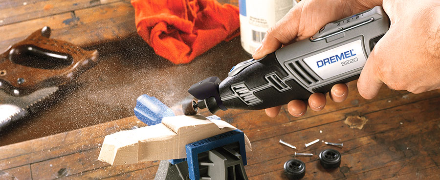Dremel 8220 sans fil pour sculpter et poncer le bois