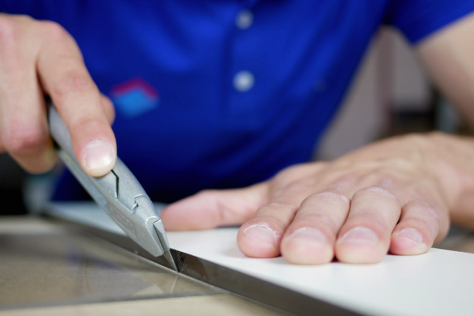 comment couper plexiglas dremel